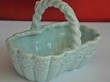 Niebieski porcelanowy koszyczek