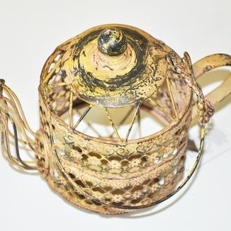 Metalowy świecznik