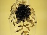 Wysoki wazon z elementami metaloplastyki